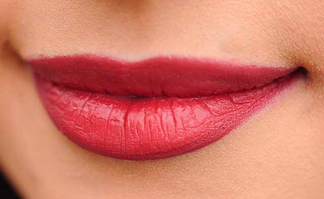 red lips shayari in hindi